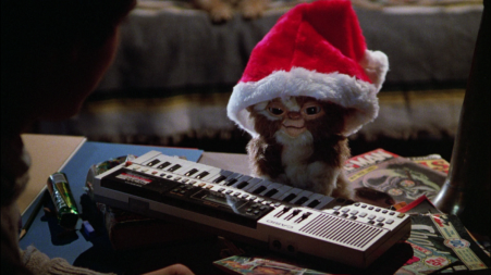 gremlins-movie-gizmo-mogwai-santa-hat