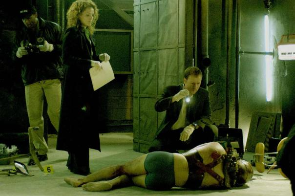 still-of-dina-meyer-and-donnie-wahlberg-in-saw-ii-(2005)