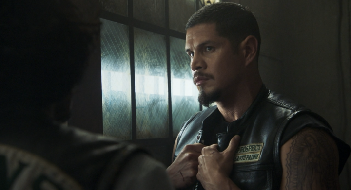 Father Son Holy Gore - Mayans M.C. - JD Pardo as EZ Reyes